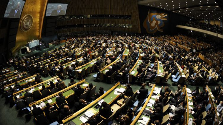 L'Assemblée générale de l'ONU écoute un discours de Mahmoud Abbas, le président de l'Autorité palestinienne, le 23 septembre 2011 à New York (Etats-Unis). (TIMOTHY A. CLARY / AFP)