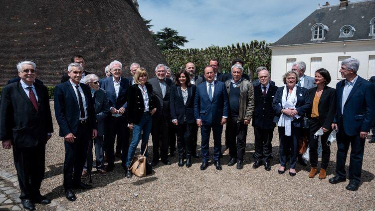 Plusieurs personnalités de gauche sont réunies, dimanche 9 mai, au Creusot (Saône-et-Loire) pour célébrer les 40 ans de l'élection de François Mitterrand. (JEAN-PHILIPPE KSIAZEK / AFP)