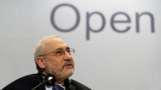 Joseph Stiglitz au Forum de Davos (2010) (AFP/FABRICE COFFRINI)