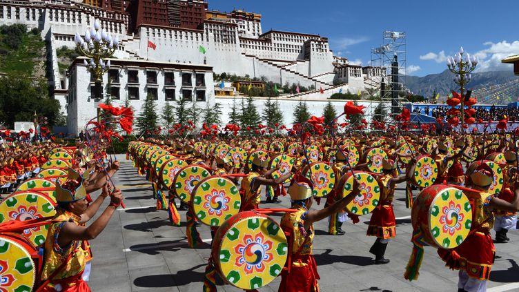 Le 50e anniversaire de la fondation de la Région autonome du Tibet à Lhassa, Le 8 septembre 2015 (CHOGO / XINHUA / AFP)