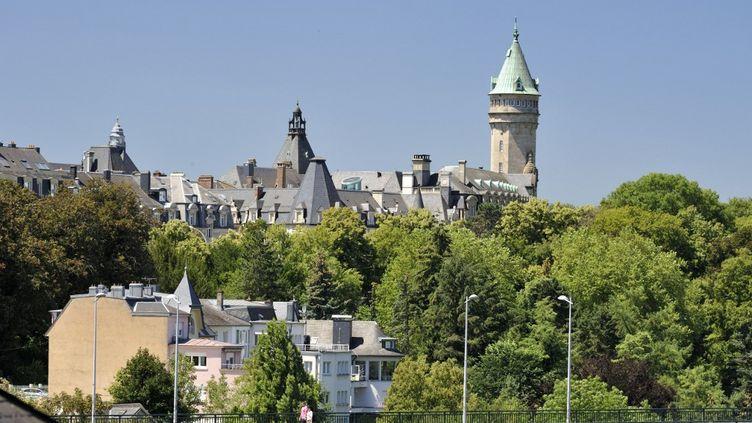 Vuede laville de Luxembourgavec notammentla tour du bâtiment du Musée de la Banqueen 2018. (SOBERKA RICHARD / HEMIS.FR / AFP)