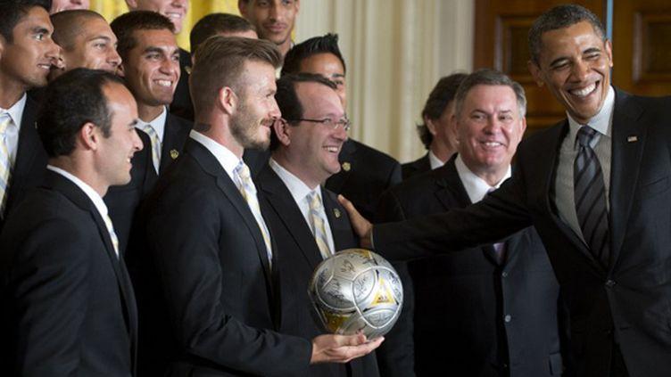 En Californie, la superstar ne chôme pas et remporte deux titres de champion dans la Ligue nord-américaine de soccer (2011 et 2012). Un succès qui mérite bien une visite à la Maison Blanche.  (SAUL LOEB / AFP)