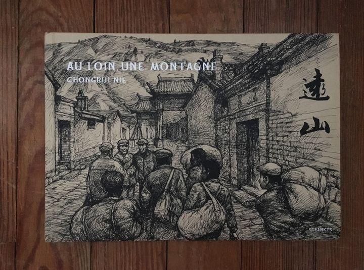 """Couverture de""""Au loin une montagne"""", de Chongrui Nie (Steinkis)"""