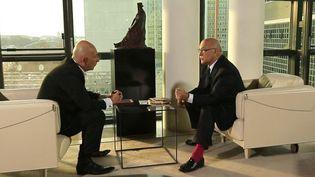 Michel Sapin, ministre des finances, avec François Lenglet. Paris, avril 2015. (CAPTURE ECRAN FRANCE 2)