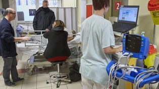 Le service des urgences du Centre Hospitalier de Nancy est fortement sollicité, le 4 janvier 2017,depuis l'arrivee massive du virus de la grippe. (MAXPPP)