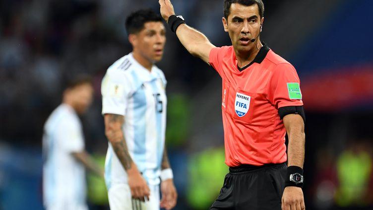 L'arbitre ouzbekRavshan Irmatov, le 21 juin 2018, lors du match de Coupe du monde Argentine-Croatie, à Nijni Novgorod (Russie). (ANDREAS GEBERT / DPA)