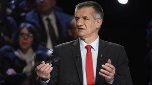 Jean Lassalle le 4 avril 2017 pendant le débat entre les 11 candidats à la présidentielle. (LIONEL BONAVENTURE / POOL)