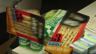 Chaque année, 20% du gaspillage alimentaire serait dû au respect des dates limites de consommation. Mais sont-elles fiables ? (FRANCE 2)