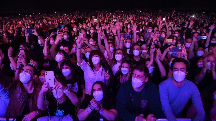 Cepremier concert-test européen avait réuni 500 personnes dans la salle de concert Palau Sant Jordi, à Barcelone. (LLUIS GENE / AFP)