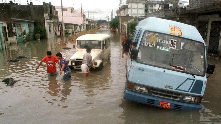 De nombreuses personnes sont mortes dans les inondations de 1997 en Équateur, lors de l'épisode ElNiño (FRANCESCO DEGASPERI / AFP)