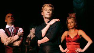 L'ancien danseur étoile Patrcik Dupond lors d'une répétition du spectacle musical L'Air de Paris, le 22 janvier 2003 au théâtre Comédia à Paris. (JEAN AYISSI / AFP)