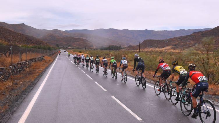 Les coureurs sur les routes de la 72e édition du Tour d'Espagne. (DE WAELE TIM / TDWSPORT SARL)