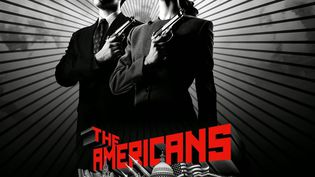 """Matthex Rhys (G) et Keri Russell (D) sur l'affiche promotionnelle de la première saison de """"The Americans"""" diffusée en 2013 sur la chaîne américaine FX. (FX)"""