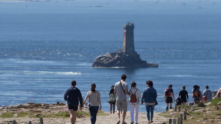 Premier dimanche suite au déconfinement à la Pointe du Raz, dans le Finistère. (QUEMENER YVES-MARIE / MAXPPP)