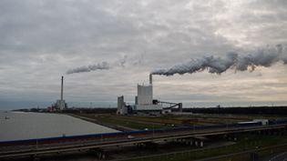 Une centrale au charbon àWilhelmshaven (Allemagne), le 26 novembre 2018. (MOHSSEN ASSANIMOGHADDAM / DPA / AFP)