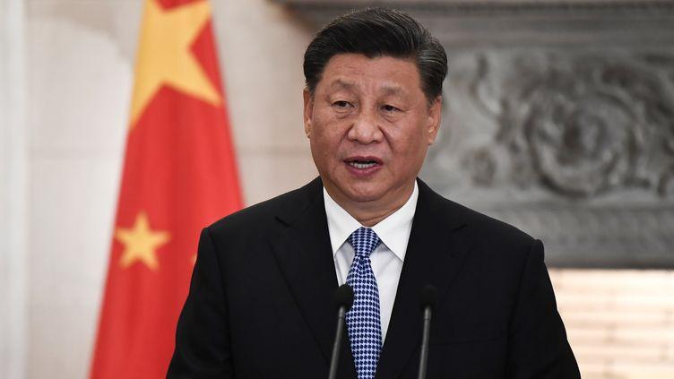 Le président chinois, Xi Jinping, s'exprime lors d'une conférence de presse, le 11 novembre 2019, à Athènes (Grèce). (REUTERS)