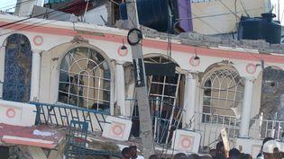 Un hôtelaux Cayes détruit par le séisme qui a frappé Haïti le 14 août 2021. (STANLEY LOUIS / AFP)