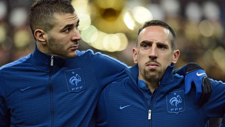 Karim Benzema (à G.) et Franck Ribery au Stade de France à Saint-Denis, le 6 février 2013. (FRANCK FIFE / AFP)