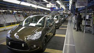 Des véhicules dans l'usine de construction automobile de PSA Aulnay, le 16 janvier 2013. (GELEBART / 20 MINUTES / SIPA)