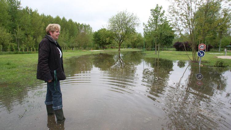Dans un camping inondé, àMéry-sur-Seine, le 9 mai 2013. (MAXPPP)