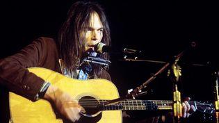 Neil Young le 24 mars 1976 au Pavillon de Paris, Porte de Pantin.  (Boccon-Gibod / SIPA)