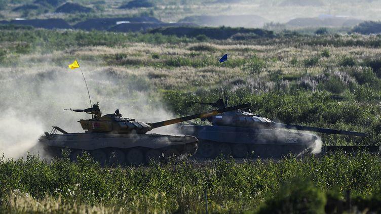 Des tanks de l'armée russe dans la région de Moscou, le 11 août 2018. (RAMIL SITDIKOV / SPUTNIK / AFP)