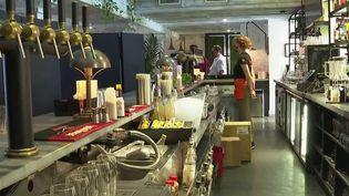 Nice : un centre de vaccination provisoire ouvre dans un bar (France 3)