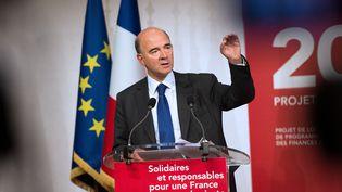 Le ministre de l'Economie, Pierre Moscovici, présente le budget 2013, le 28 septembre 2012 à Paris. (BERTRAND LANGLOIS / AFP)