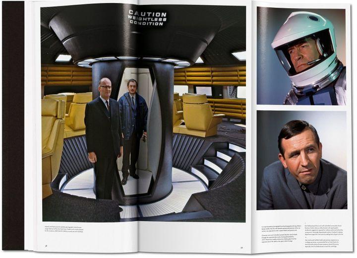 """Arthur C. Clarke et Stanley Kubrick sur le plateau de 2001 l'Odyssée de l'espace (double page de """"The Making of Stanley Kubrick's 2001 : A Space Odyssey"""")  (Taschen)"""