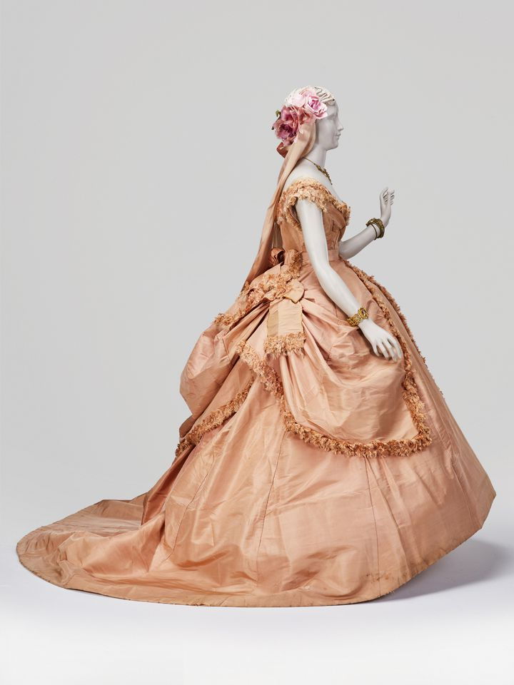 Certaines robes de soirée nécessitaient 20 m de tissu ! (Fondation Vassiliev)