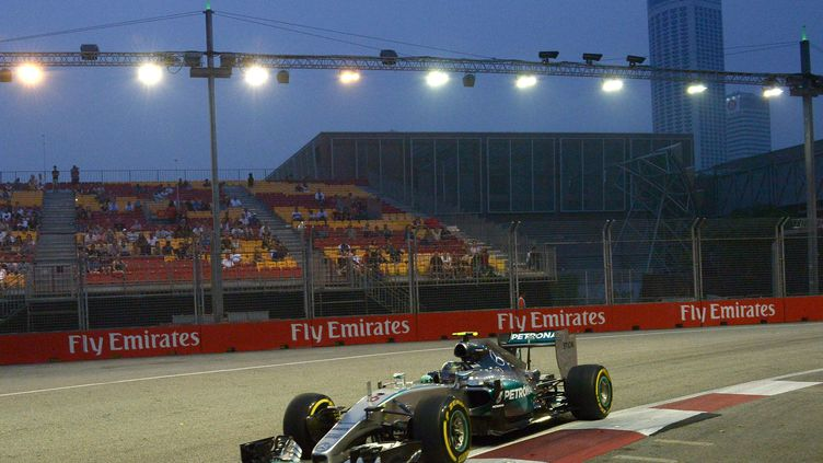 Nico Rosberg lors de la première séance d'essais libre à Singapour (MOHD RASFAN / AFP)