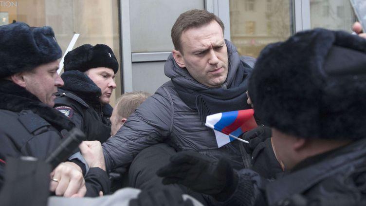 L'opposant russe Alexeï Navalny est interpellé lors d'une manifestation à Moscou (Russie), le 28 janvier 2018. (EVGENY FELDMAN / AP / SIPA)