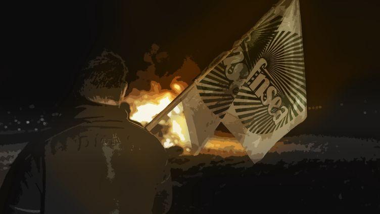 """Un agriculteur regarde brûler un """"feu de la colère"""" pour protester contre les distances d'épandage, le 23 septembre 2019. (IDRISS BIGOU-GILLES / HANS LUCAS / AFP)"""