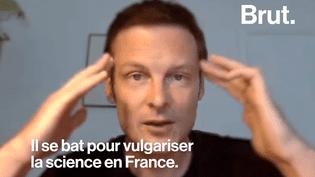 La France est souvent désignée dans les classements mondiaux comme étant parmi les mauvais élèves en science. Brut a interrogé Christophe Galfard, un physicien, pour en apprendre plus. (Brut)