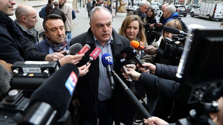 Roger Dillenseger, le secrétaire général de l'Unsa-Ferroviaire, avant la réunion au ministère des Transports à Paris jeudi 5 avril. (LUDOVIC MARIN / AFP)