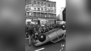 Manifestation violente dans le quartier alternatif de Hafenstrasse, à Hambourg (Allemagne), en novembre 1987. (AFP)