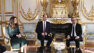 Le prince William et son épouse, Kate,se sont entretenus avec François Hollande à l'Elysée (Paris), le 17 mars 2017. (THIBAULT CAMUS / POOL / AFP)