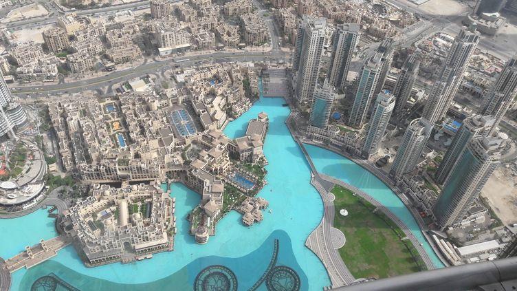 Dubaï vu depuis la Burj Khalifa, la plus haute tour du monde (CÉLIA QUILLERET / RADIO FRANCE)