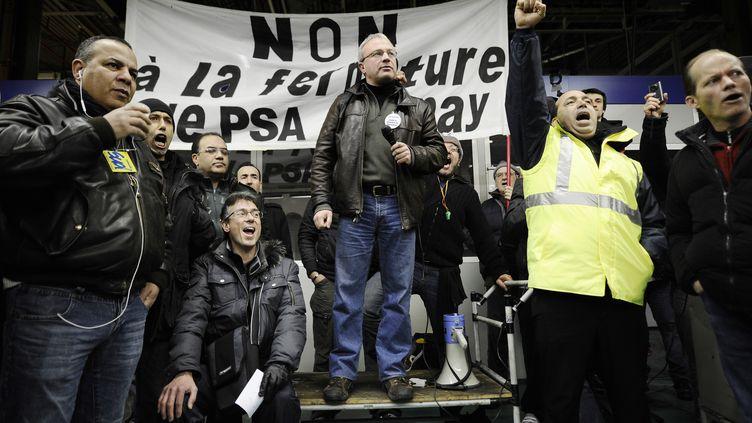 Des salariés du site PSA d'Aulnay-sous-Bois, (Seine-Saint-Denis), le 28 janvier 2013, à Paris. (LIONEL BONAVENTURE / AFP)