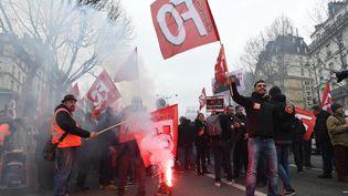 Des membres du syndicat FO,le 22 mars 2018, à Paris. (CHRISTOPHE ARCHAMBAULT / AFP)
