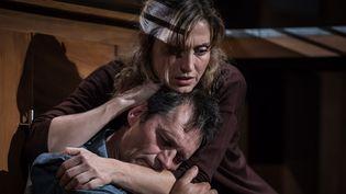 Julie Gayet et Patrick Catalifo, impreccables en parents ravagés par la perte de leur enfant.  (Simon Gosselin)
