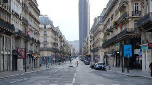 Une rue vide dans le quartierMontparnasse à Paris durant le confinement. (NATHANAEL CHARBONNIER / RADIOFRANCE)
