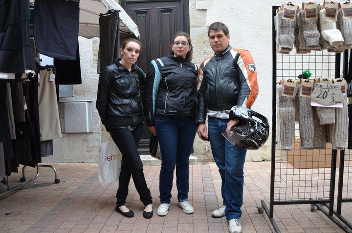 Elodie, Marine et Christophe, le 4 mai 2013 sur le marché de Villeneuve-sur-Lot (Lot-et-Garonne) (THOMAS BAIETTO / FRANCETV INFO)