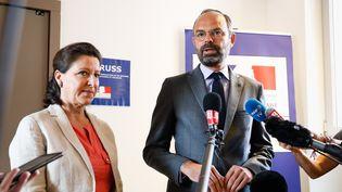 Le Premier ministre, Edouard Philippe, et la ministre de la Santé Agnès Buzyn, à l'issue d'une réunion interministérielle auCentre opérationnel de régulation et de réponse aux urgences sanitaires et sociales (CORRUSS),le 28 juin 2019. (LAURE BOYER / HANS LUCAS / AFP)