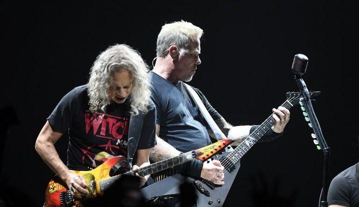 James Hetfield (gauche) et Kirk Hammeth, du groupe Metallica, lors d'un concert à Stockholm en mai 2018.  (PONTUS LUNDAHL / TT NEWS AGENCY / TT NEWS AGENCY/AFP)