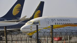 Des avions de la compagnie Jet Airways à Bombay en Inde, le 25 mars 2019. (PUNIT PARANJPE / AFP)