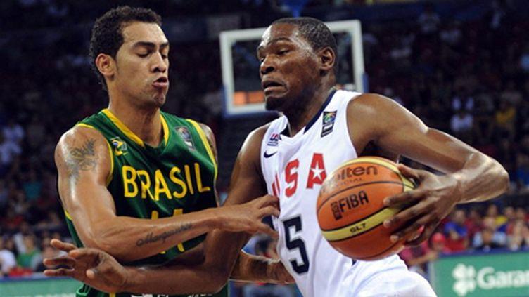 Duel entre Marcus Vieira et Kevin Durant lors de Brésil/Etats-Unis