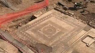 Une partie du passé de la ville d'Uzès dans le Gard ressort de terre. Lors de la préparation d'un chantier pour agrandir un lycée, une mosaïque a été découverte. Des vestiges exceptionnels. (FRANCE 3)
