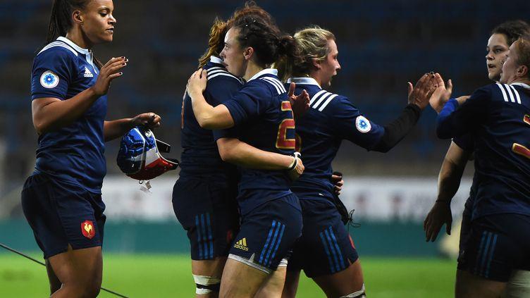 La joie des Françaises lors de la large victoire face aux Américaines (SYLVAIN THOMAS / AFP)