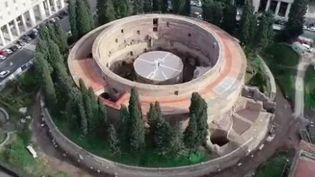 Le mausolée d'Auguste accueille de nouveau du public à Rome (Italie) après 14 années de fermeture et des travaux de restauration. Il s'ajoute à la longue liste du patrimoine de l'empire romain à visiter dans la capitale italienne. (France 3)